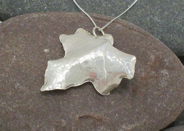 Ivy Leaf Pendant - medium - fine silver