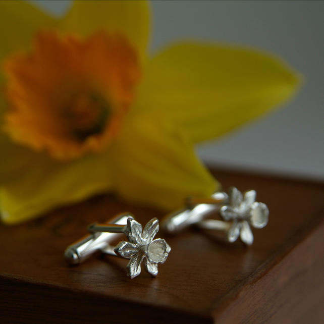 Daffodil Cufflinks - Sterling Silver T- Bar Cufflinks