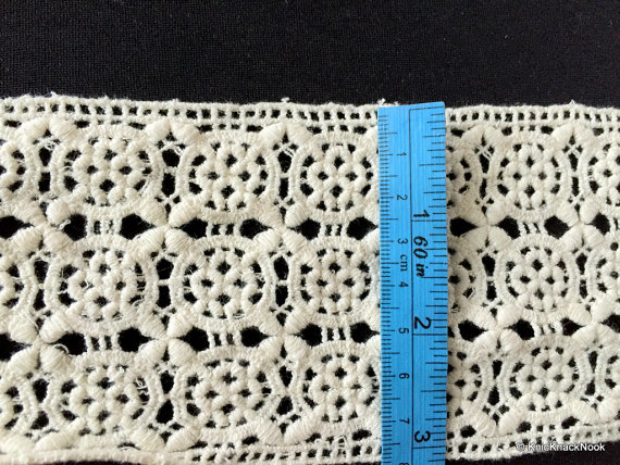 Off White Embroidery Wheel Pattern Crochet (Cotton) Lace Trim