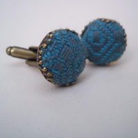 Cuff links with button of handwoven fabric