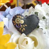 Tiny felt heart brooch - charcoal grey - hand embroidered - buttons