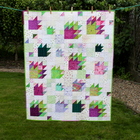 Stunning modern patchwork quilt - unique bear paw design - Free UK delivery
