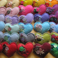 5 Little felt and button heart brooches - job lot - party favours