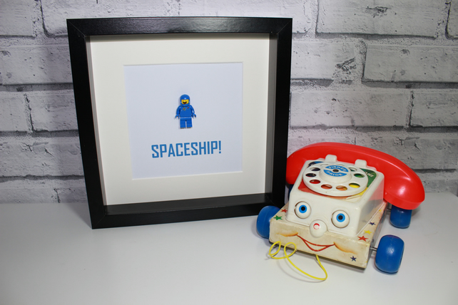 LEGO MOVIE - BENNY THE SPACEMAN - SPACESHIP - FRAMED MINIFIGURE