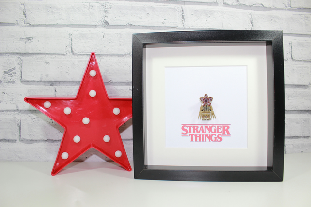 STRANGER THINGS - Framed Demogorgon minifigure - Awesome art work