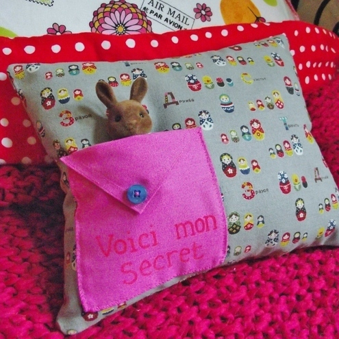 Secret pocket mini cushion
