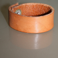 Small stiff brown leather cuff