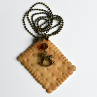 Sweet necklace biscuit cookie cake horse pendant honey crystals
