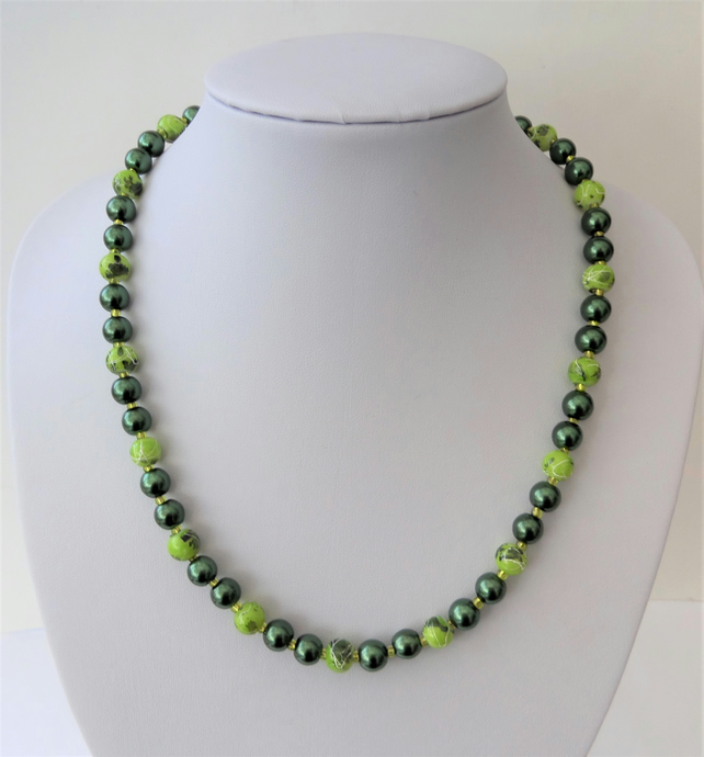 Dark green glass pearl and mid green drawbench bead necklace.
