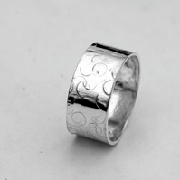 Wide, Hammer-textured Sterling Silver 'Balloons' Ring, size S-T, Unisex