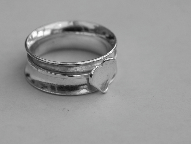 Sterling Silver Spinning Ring with Silver Heart,  size O,  R92