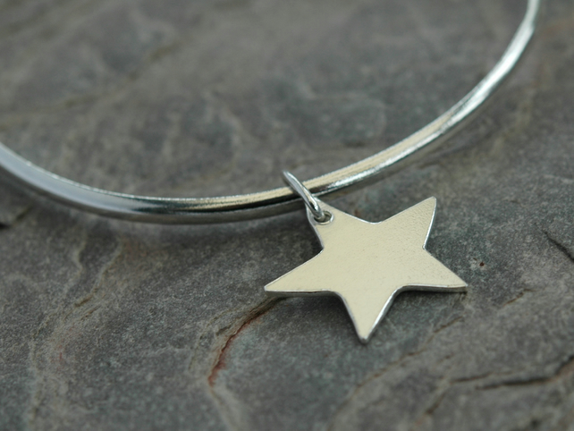 Star Bangle Bracelet in Sterling Silver, Medium size,  Hallmarked,  B87