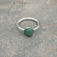 Sterling Silver Ring with Green Agate Gemstone, size N