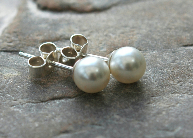 Sterling silver and Swarovski pearl stud earrings, E137