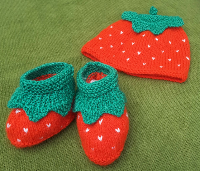 Cute little 'Strawberry' Hat & Bootees set in Red and Green. For age 3-6 months.