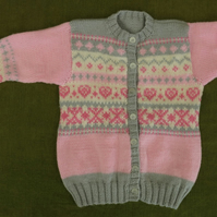 Pretty Nordic Cardigan in Pink, Grey and Natural White with Hearts. 4-5 years.