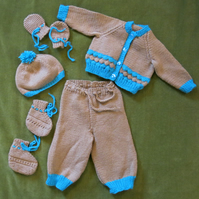 Honey Beige & Turquoise Pram Set. Cardi, Leggings, Hat-Bootees-Mitts 3-6 months