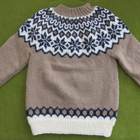 Striking Nordic Jumper in Mushroom, Natural White & Navy Blue. For 4 years.