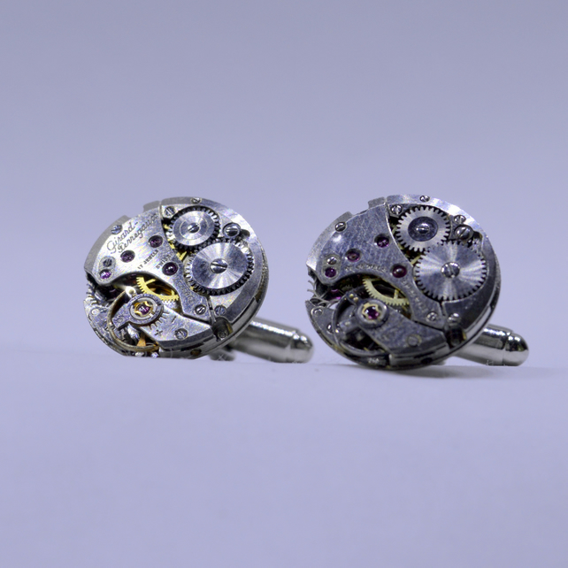 Watch Cufflinks presented in a small cufflink box 164