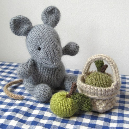 Putney Mouse with picnic basket and apples toy ...
