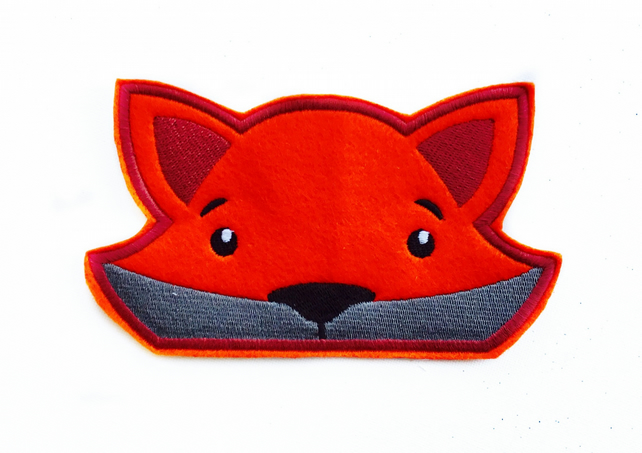 Peeping fox embroidered appliqué patch