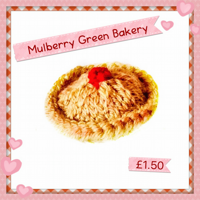 Knitted family sized cherry pie