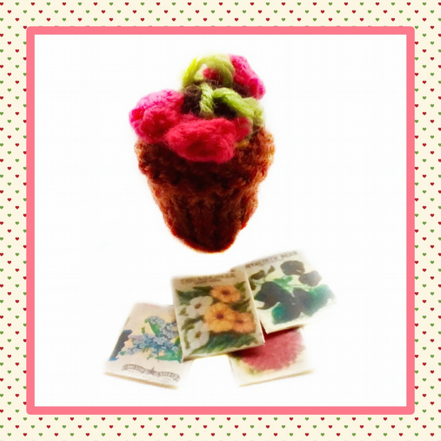 Knitted red plant and flower packets
