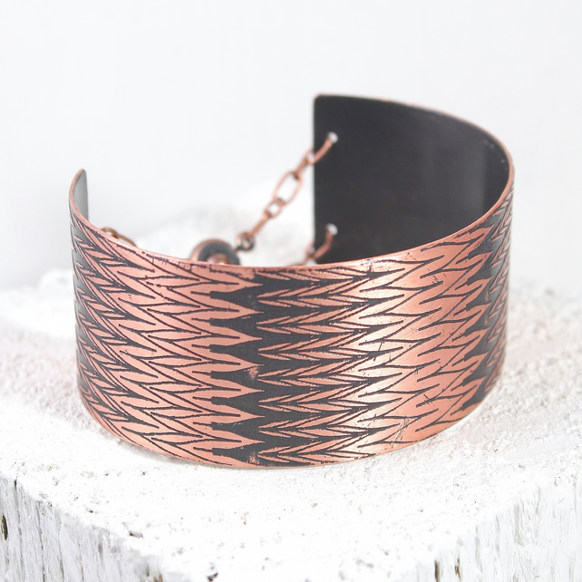 Copper bracelet bangle with houndstooth pattern design
