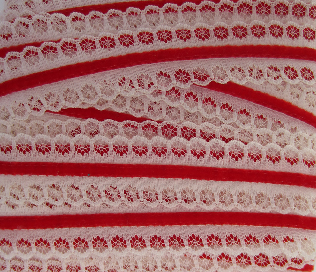 2.5 Metres of Cream Lace and Red Velvet Trim