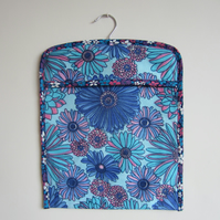Vintage 1970 s Retro Blue Flower Peg Bag