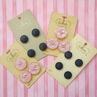 4 Cards of La Mode Vintage Buttons