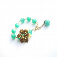Bracelet Brass flower and vintage moonglow beads