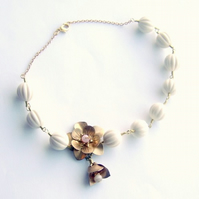 Necklace brass flowers and ivory beads