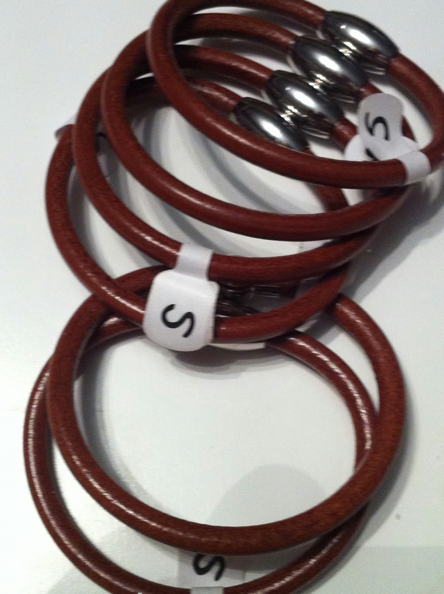 Small size magnetic tan leather bracelet