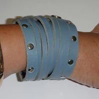 Triple wrap slashed cuff