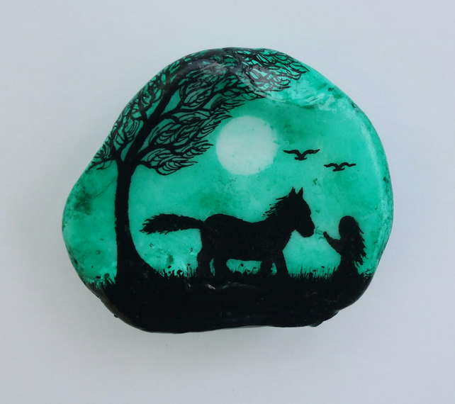 Horse Gift, Shell Painting, Horse Girl Silhouette, Horse Art, Hand Painted Shell