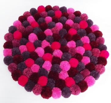 Pompom rug making kit - choice of 2 colours