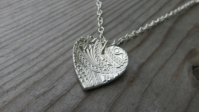 Patterned Heart Necklace Meduim
