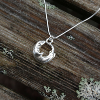 Otter Round Necklace