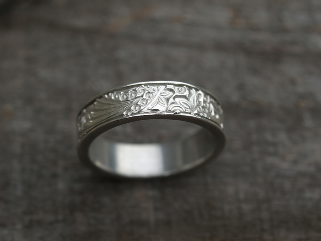 Patterned Ring Size R