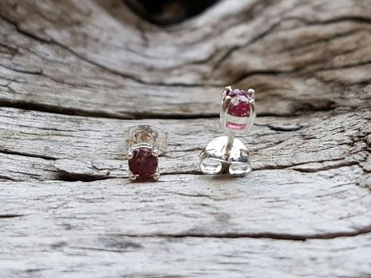 Glenshiel Garnet Stud Earrings