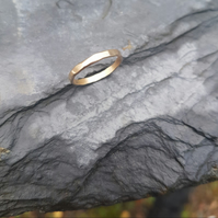9ct Gold Hammered Ring M