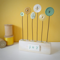 Button flower garden in a wood block 'Joy'