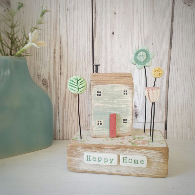 Little House with Clay Flower Garden 'Happy Home'