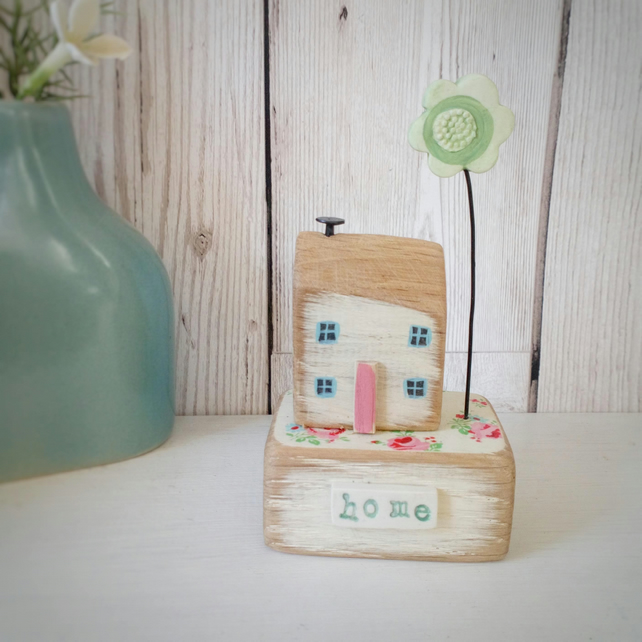 Little House with Clay Flower 'Home'