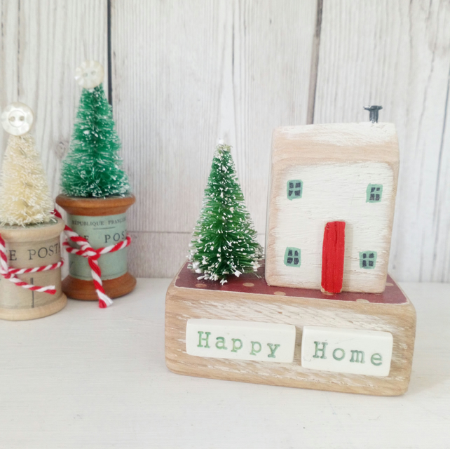 Christmas Cottage with Tree 'Happy Home'