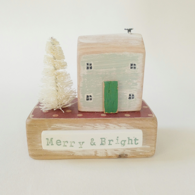 Christmas Cottage with Tree 'Merry & Bright'