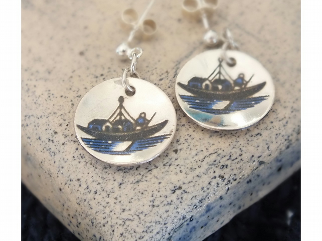 Silver earrings featuring Willow Pattern boats