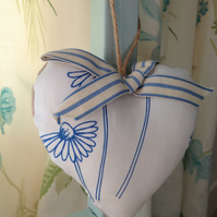 Hanging Heart Decoration  - Ditsy Daisy