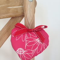 Hanging Heart Decoration - Daisy Trio
